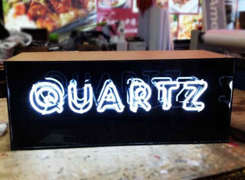 minAcrylic-lightbox-with-white-double-stroke-neon