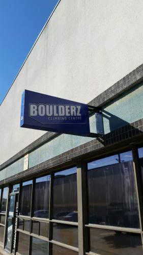 Boulderz-custom illuminated blade sign-3-min